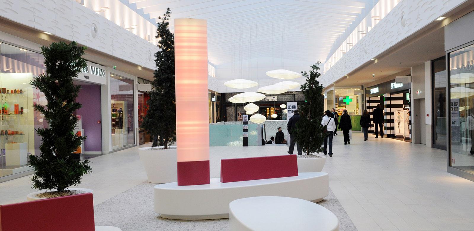 Merat workteam dedans dehors - Centre commercial rivetoile strasbourg ...
